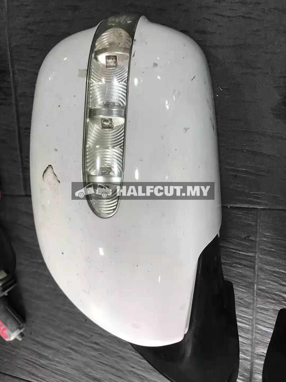 TOYOTA HIACE KDH200 SIDE MIRROR SET AUTO FLI[ HAVE LAMP 7 WAYAR